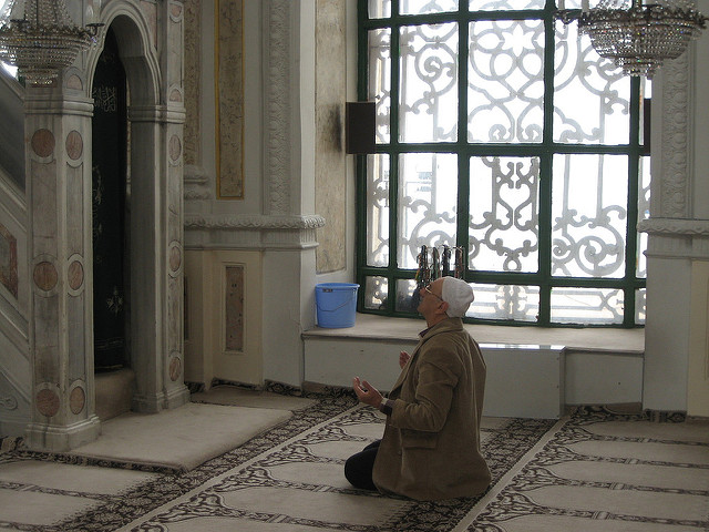 hassan_religious-rehabilitation_muslim_prayer