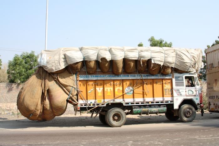 Truck_in_India_-_overloaded.jpg